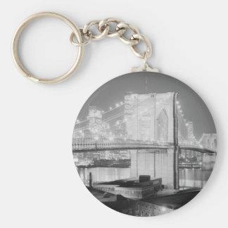 Negro y blanco del puente de Brooklyn Llavero Redondo Tipo Pin