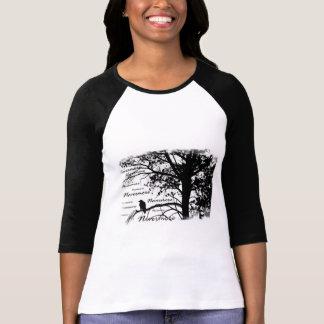 Negro y blanco Raven nunca más el árbol de la Playera