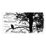 Negro y blanco siluetee nunca más el cuervo tarjeta fotografica personalizada