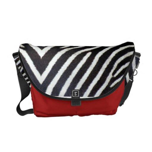 Negro y blanco y rojo por todas partes bolsas de mensajería