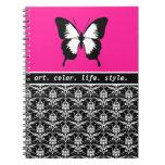 Negro y blanco y rosado con las alas de encargo cuadernos