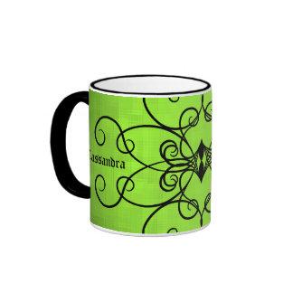 Negro y corazones y remolinos de la verde lima taza de dos colores