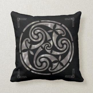 Negro y DECORACIÓN del Celtic de la plata Almohada