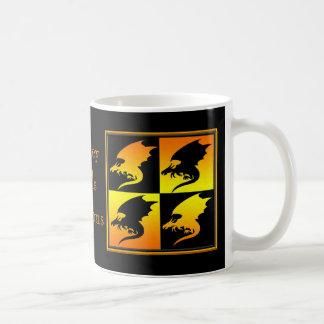 Negro y dragones del oro taza