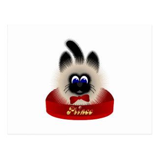 Negro y gato de Brown con el lazo rojo en una cama Postales