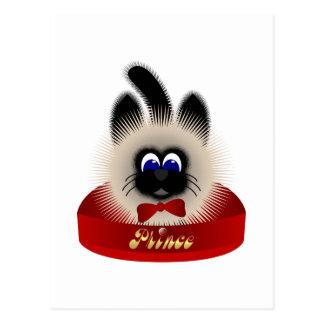 Negro y gato de Brown con el lazo rojo en una cama Tarjeta Postal