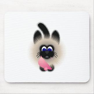Negro y gato de Brown que sostiene un ratón rosado Mouse Pad