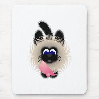 Negro y gato de Brown que sostiene un ratón rosado Mouse Pads