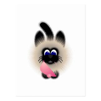 Negro y gato de Brown que sostiene un ratón rosado Postal