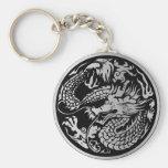 Negro y llavero chino del dragón de la plata
