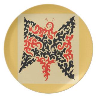 Negro y mariposa anaranjada del remolino platos de comidas