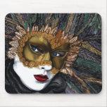 Negro y máscara del carnaval del oro por PSOVART Tapetes De Ratón