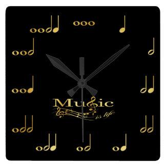 Negro y notas musicales del oro reloj cuadrado