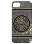 Negro y nudo céltico del metal del oro en el caso  iPhone 5 carcasa