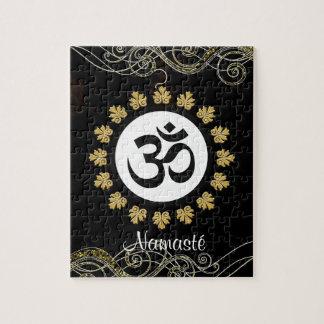 Negro y oro de la meditación del mantra del símbol puzzle