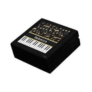 Negro y oro de las notas musicales y de las llaves cajas de regalo