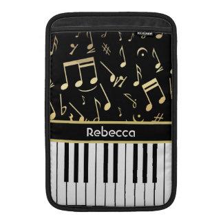 Negro y oro de las notas musicales y de las llaves funda macbook air