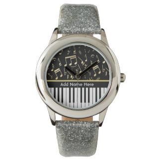 Negro y oro de las notas musicales y de las llaves reloj