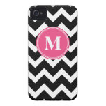 Negro y rosas fuertes Chevron con el monograma de  Case-Mate iPhone 4 Carcasas