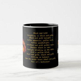 Negro y taza de Halloween del oro