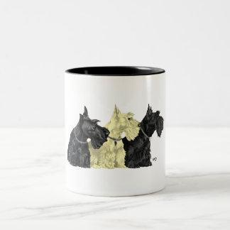 Negro y terrieres escoceses de trigo taza de café de dos colores