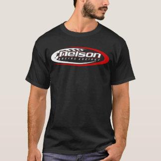 Nelson que compite con el logotipo de los motores playera