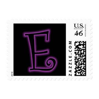 Neón de la púrpura del monograma de E