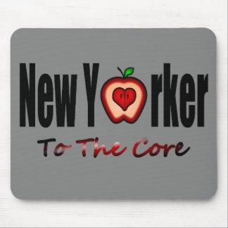 Neoyorquino a la base con Apple grande cortado Tapetes De Ratones