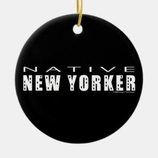 Neoyorquino nativo adorno navideño redondo de cerámica