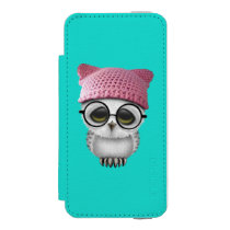 Nerdy Baby Owl Wearing Pussy Hat iPhone SE/5/5s Wallet Case