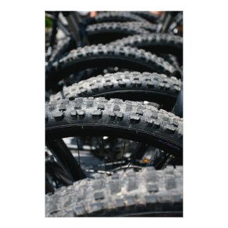 Neumáticos de la bici de montaña fotografías