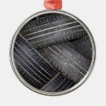 Neumáticos viejos para reciclar ornamento para arbol de navidad