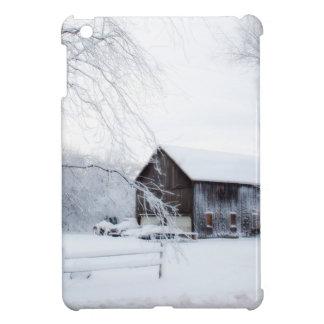 Nevado en granero del navidad