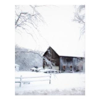 Nevado en granero del navidad membrete
