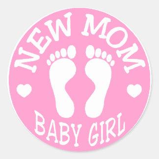 NEW BABY GIRL MOM CLASSIC ROUND STICKER