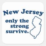 New Jersey solamente que el fuertes sobreviven Calcomanía Cuadradas Personalizadas