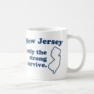 New Jersey solamente que el fuertes sobreviven Taza Básica Blanca