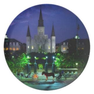 New Orleans en la noche Platos