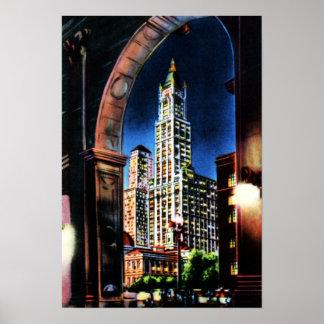 New York City a través del arco en la noche Impresiones