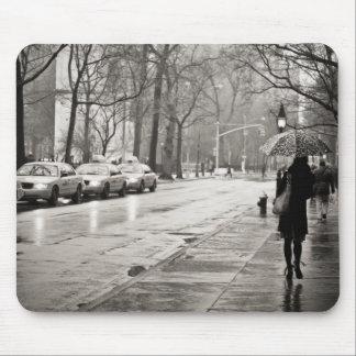 New York City - día lluvioso en Greenwich Village Tapete De Ratón