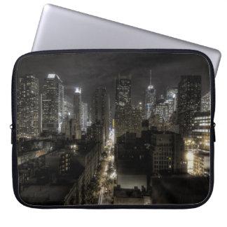 New York City en la noche HDR Funda Portátil