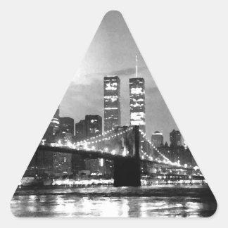 New York City negro y blanco en el triángulo Stic Pegatina Triangular