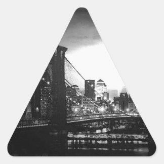 New York City negro y blanco Pegatina Triangular