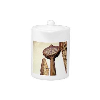 New York - Flatiron Building and Clock Teapot