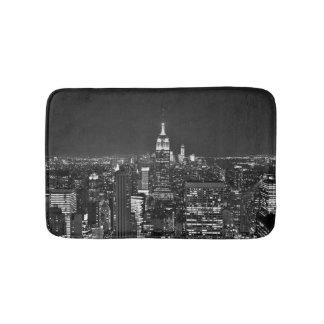 New York night skyline in black and white Bathroom Mat