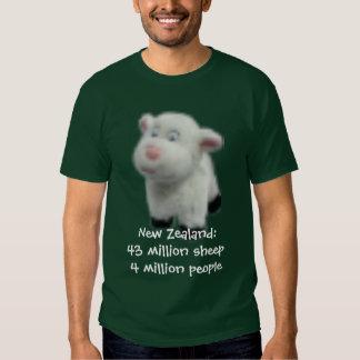 New Zealand:43 million sheep T Shirt
