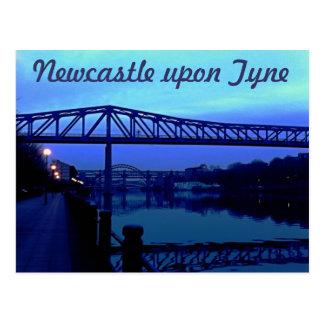 Newcastle sobre el azul de Tyne tiende un puente Postales