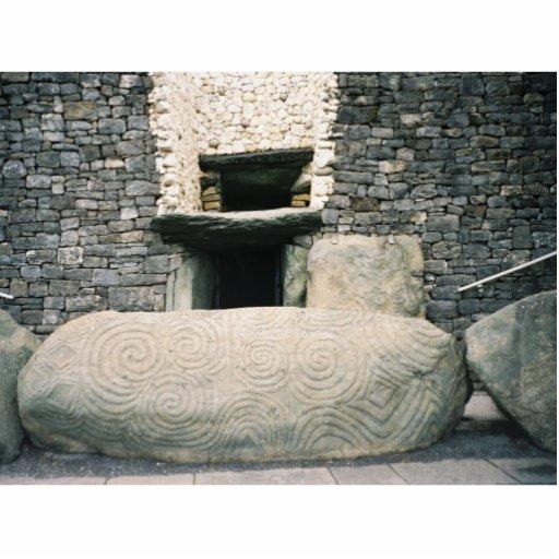 http://rlv.zcache.com/newgrange_ireland_ancient_spiral_symbols_photosculpture-r6120f2b2db8e477c9c18e772658bb5e5_x7saw_8byvr_512.jpg