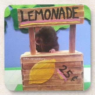 Newton quiere vender un poco de limonada posavasos de bebida