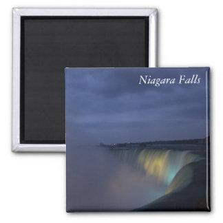 Niagara Falls en el imán de la noche
